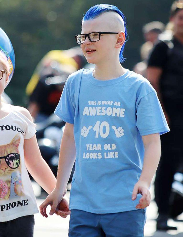 PHOTO Thomas 10 Celebrates His Birthday With Parents And Hundreds Of Strangers