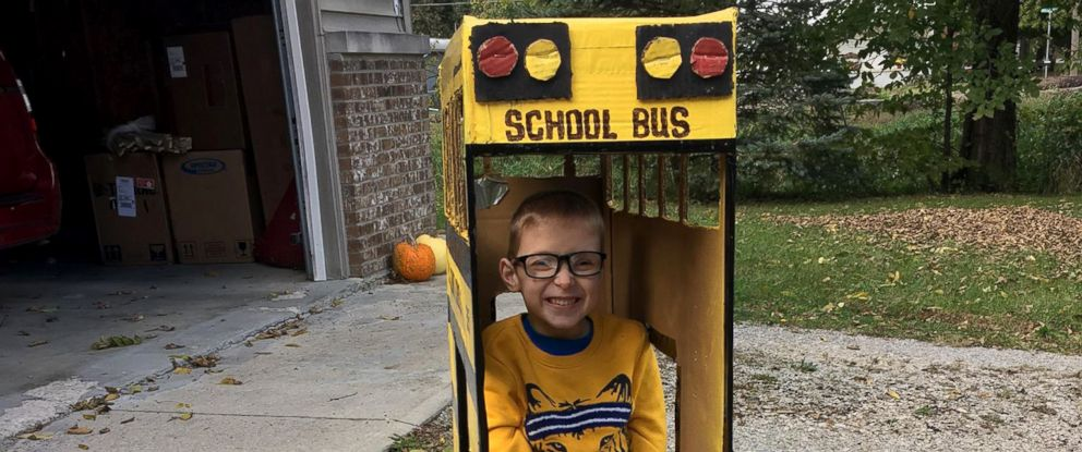 b06d64565828 Grandfather builds school-bus Halloween costume for 5-year-old who uses  wheelchair