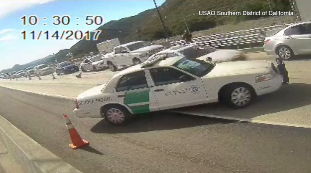 PHOTO: A car transporting illegal immigrants races through a checkpoint in Pine Valley, Calif.