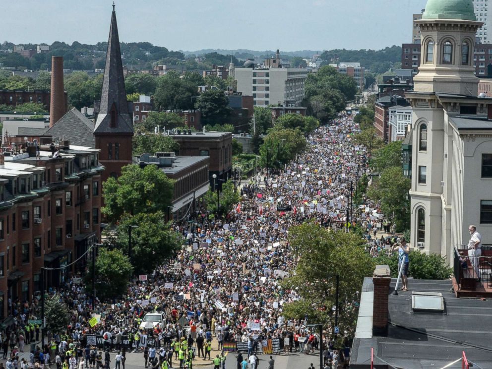 PHOTO: A large crowd of people march towards the Boston Commons to protest the Free Speech Rally in Boston, Aug. 19, 2017.
