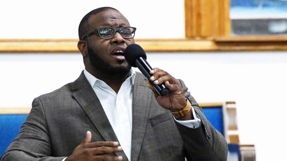 Botham Jean leads a worship at a Harding University presidential reception in Dallas, Sept. 21, 2017.