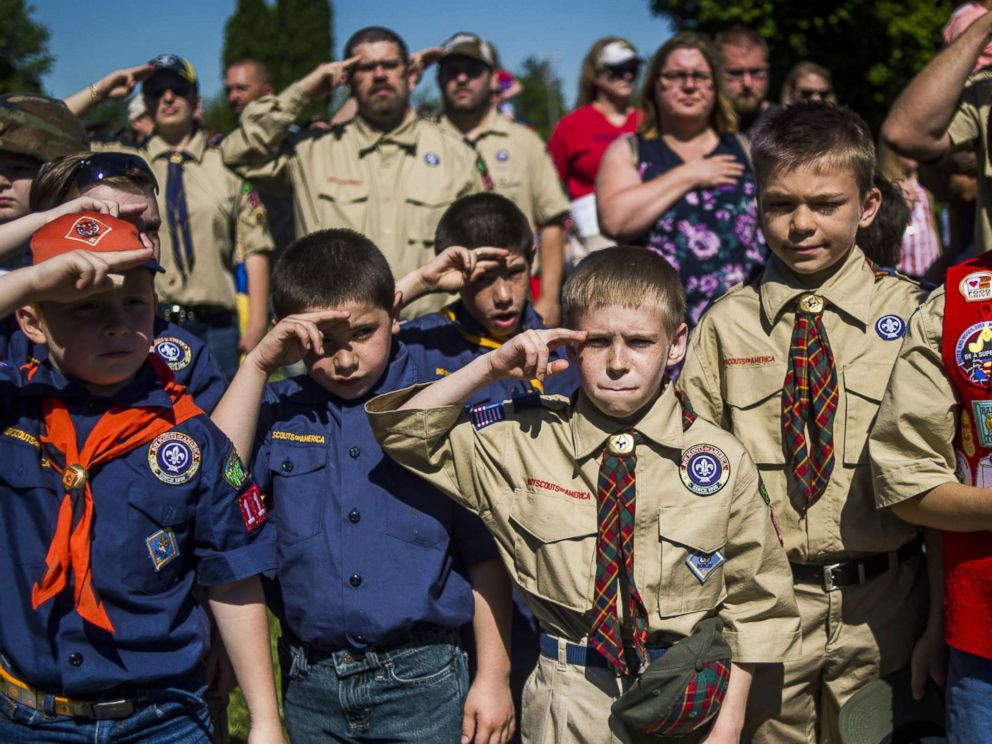 PHOTO: Boy Scouts and Cub Scouts salute during a Memorial Day ceremony in Linden, Mich., May 29, 2017.