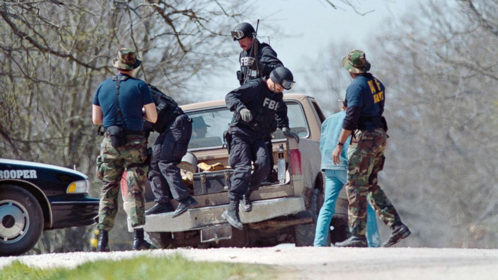 FBI agents unload from a pickup truck, March 12, 1993, near the Branch Davidian religious compound.