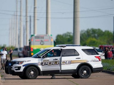 1 dead, 4 critically injured in office shooting; suspect in custody thumbnail