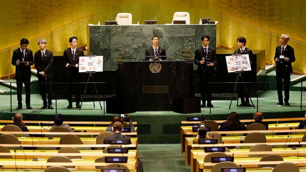 FOTOĞRAF: Soldan sağa, Güney Koreli erkek grubu BTS'den Taehyung/V, Suga, Jin, RM, Jungkook, Jimin ve JHope, BM Genel Kurulu 76. oturumunun bir parçası olarak SDG Moment etkinliğinde konuşuyorlar. 20, 2021, New York'ta.