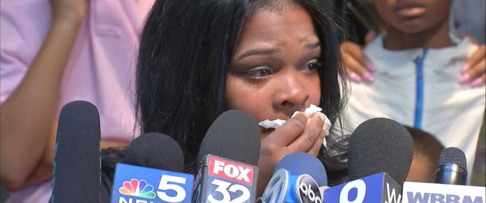 PHOTO: Ashley Smith becomes emotional as she talks about an allegedly racist incident at a Buffalo Wild Wings in Naperville, Ill., during a press conference on Nov. 5, 2019.