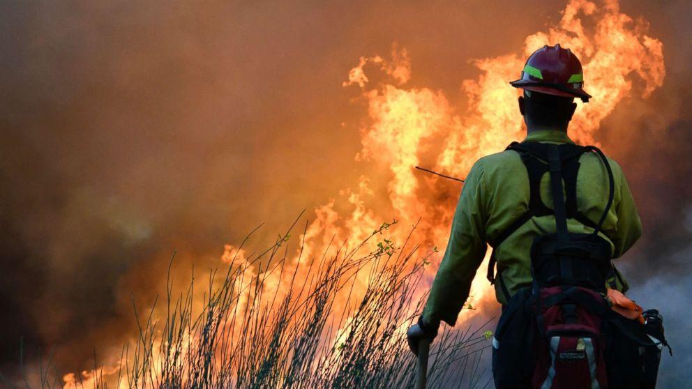 https://s.abcnews.com/images/US/california-fires-gty-jt-171210_16x9_992.jpg