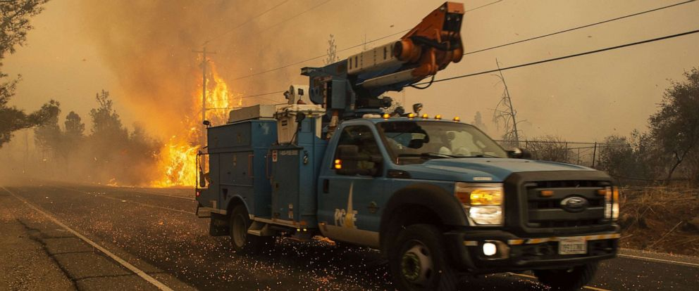PHOTO: A PG&E truck makes its way past a hot spot Pentz Rd. during the Camp Fire in Paradise, Calif., on Nov. 8, 2018.