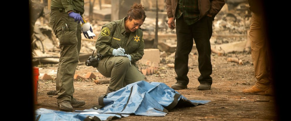 PHOTO: Sheriffs deputies recover the bodies of multiple Camp Fire victims from a Holly Hills Mobile Estates residence on Wednesday, Nov. 14, 2018, in Paradise, Calif.