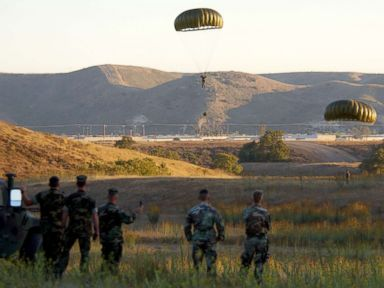 US Navy preparing to house 25,000 migrants at remote facilities: Memo | ABC News