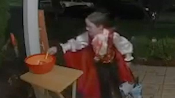 A trick-or-treater saw a house with an empty candy bowl—so he left some of his own