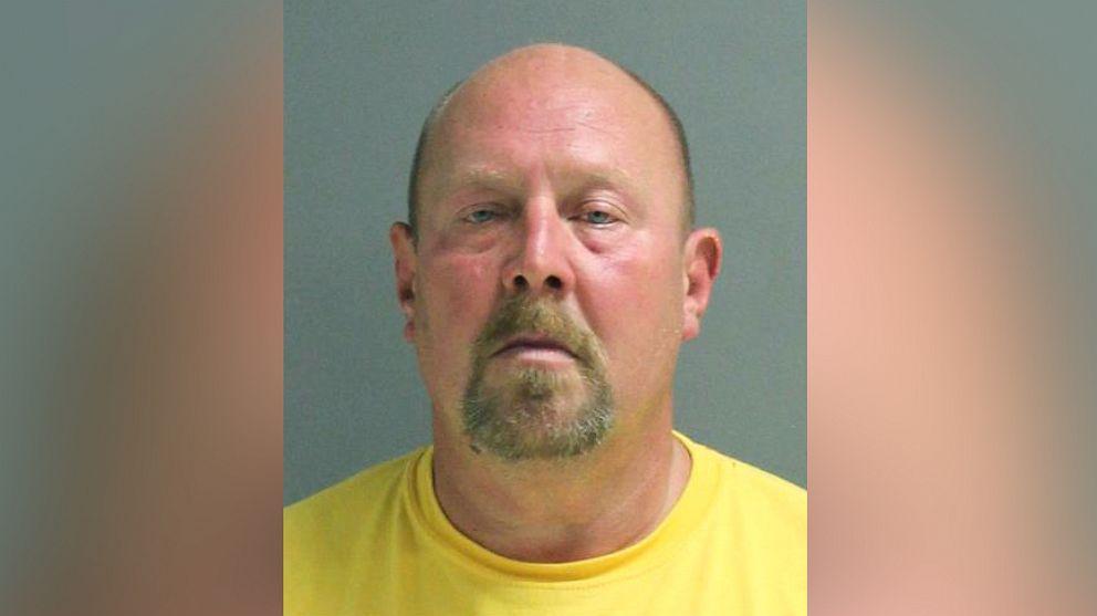 Mann aufgeladen mit Verbrechen nach absichtlich Husten auf store-Mitarbeiter