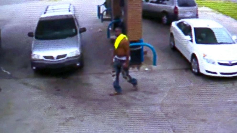 PHOTO: Police are searching for this suspect in an alleged carjacking at the Valero gas station, July 31, 2018, in Detroit.