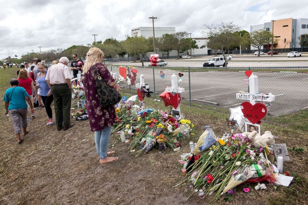 PHOTO: People visit a makeshift memorial in front of the Marjory Stoneman Douglas High School in, Parkland, Fls, Feb. 20, 2018.
