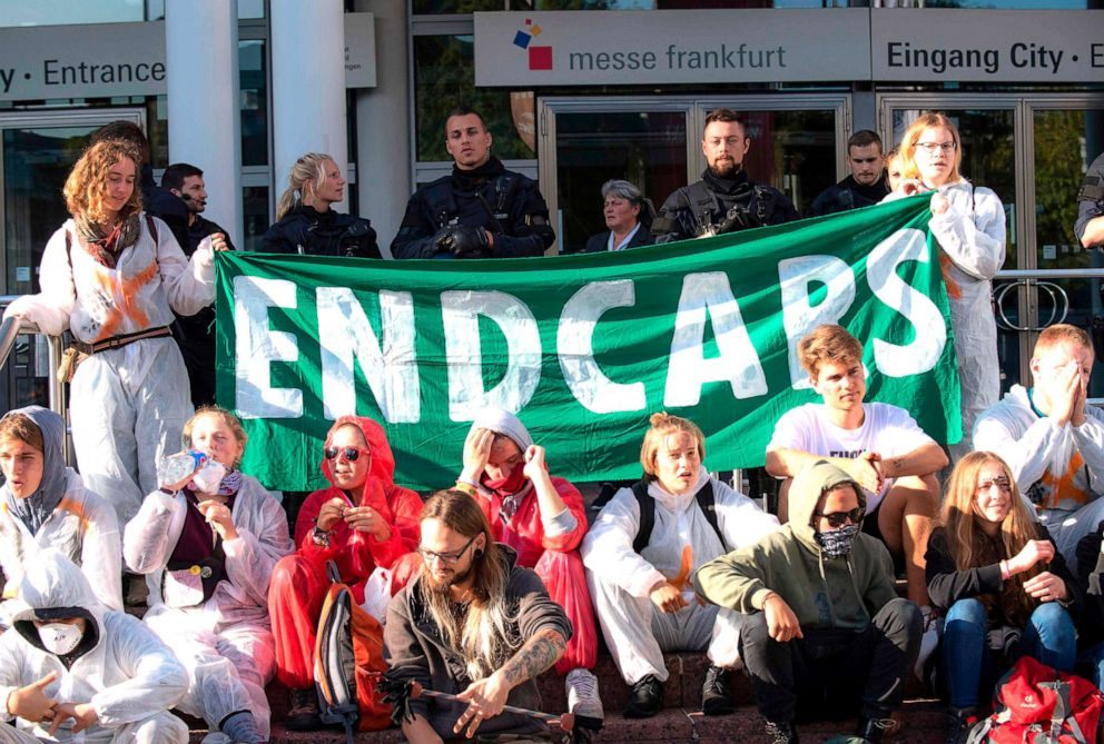 PHOTO: Demonstrators from the action group Sand im Getriebe (grit in the gears) are calling for change in transport policy, Sept. 15, 2019, outside the fairgrounds in Frankfurt am Main, western German