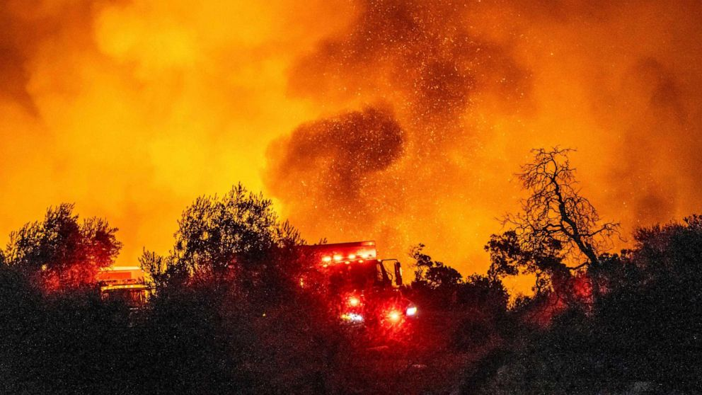 Cave Fire erupts in Santa Barbara County, scorching 4,100 acres thumbnail