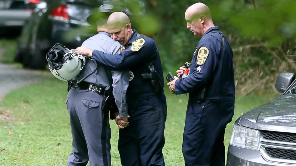 https://s.abcnews.com/images/US/charlottesville-helicopter-crash-scene-jef-ap-18012_16x9_992.jpg