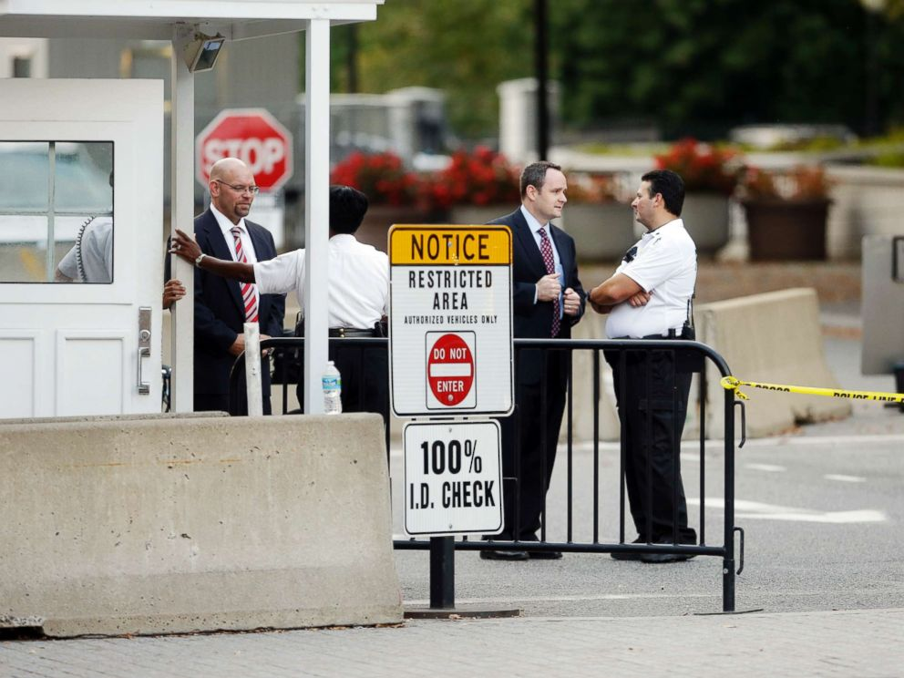 PHOTO: In this file photo, members of the Secret Service stand outside the checkpoint entrance for the White House at 15th and E Streets in northwest Washington, Oct. 3, 2013.