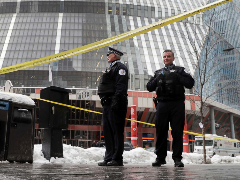 PHOTO: Chicago police officers remain on the scene outside the James R. Thompson Center after off-duty Police Cmdr. Paul Bauer was shot several times, Feb. 13, 2018, in Chicago.