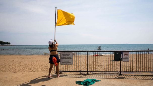 https://s.abcnews.com/images/US/chicago-drowning-lake-michigan-ap-thg-180820_hpMain_16x9_608.jpg