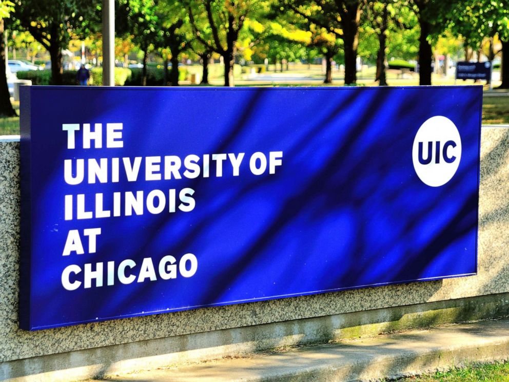 PHOTO: The University of Illinois at Chicago campus near downtown Chicago.