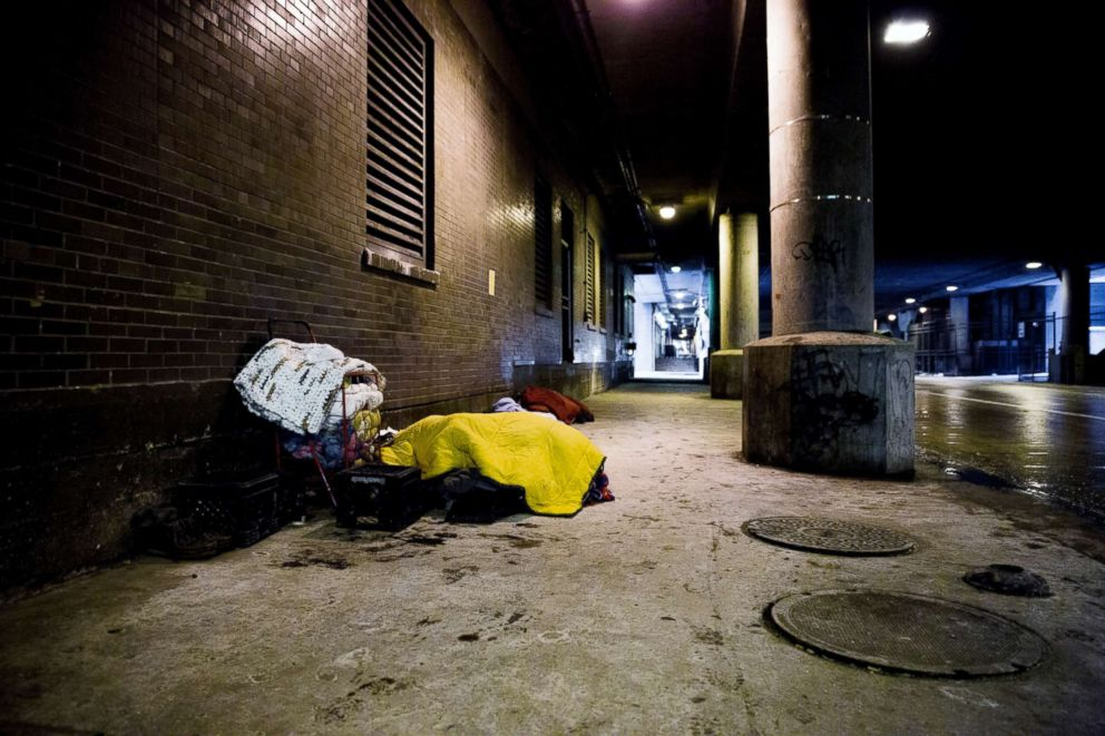 PHOTO: A homeless man lies under several blankets on Lower Wacker Drive in Chicago, Jan. 29, 2019.