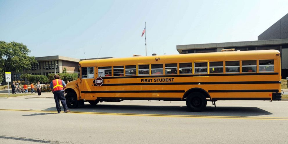 PHOTO: Chicago Public Schools children and their parents arrive at New Trier High School on the first day of school September 2, 2008 in Northfield, Illinois.
