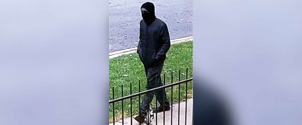 PHOTO: Police are looking for a masked gunman who they believe is connected to two murders in Chicago in 2018.