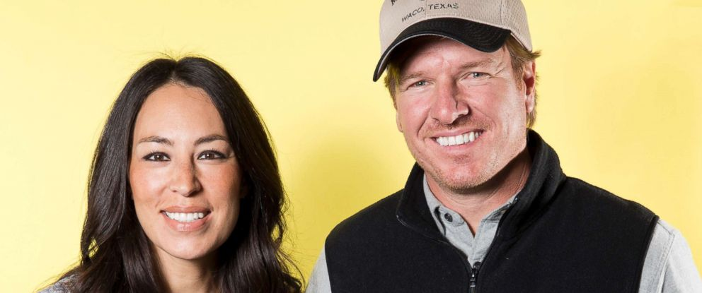 "PHOTO: In this March 29, 2016 photo, Joanna Gaines, left, and Chip Gaines pose for a portrait in New York to promote their home improvement show, ""Fixer Upper,"" on HGTV."