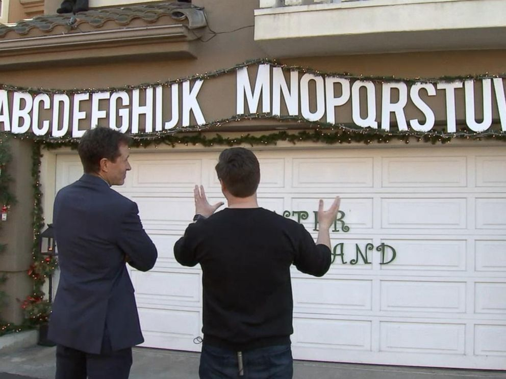 Christmas Puns.Family Decks Their Halls In Christmas Themed Puns Abc News