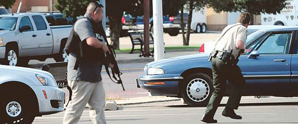 PHOTO: Police respond after reports of a shooting at the Clovis-Carver Public Library in Clovis, N.M., Aug. 28, 2017.