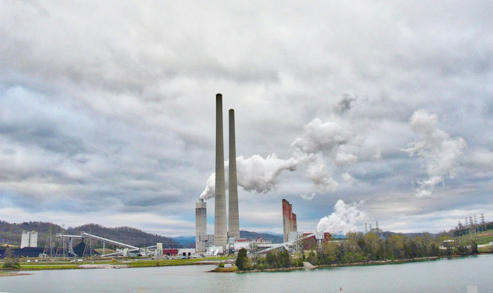 PHOTO: Kingston Fossil Plant, commonly known as Kingston Steam Plant, a 1.4-gigawatt coal-fired power plant located in Roane County, just outside Kingston, Tenn., is pictured on March 31, 2019.