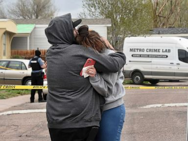 Para korban pesta ulang tahun Colorado Springs mengambil gambar untuk diidentifikasi thumbnail