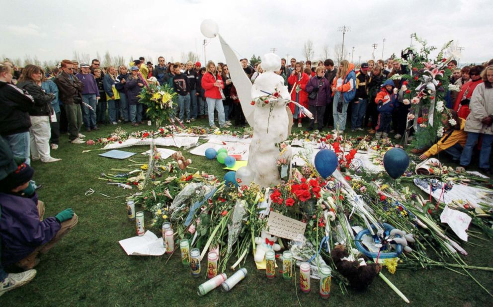 PHOTO: A large crowd circles around an angel of snow, killed during a commemoration on April 25, 1999 in memory of the students who were shot dead on April 20, 1999, in Columbine High School, Littleton, Colorado Leaving Flowers
