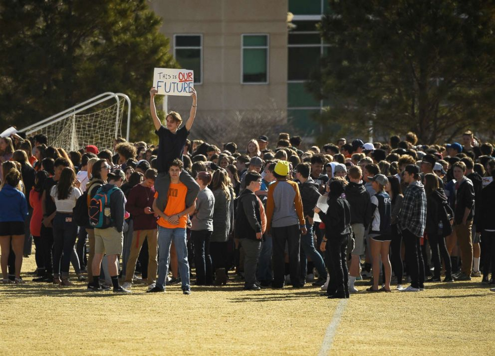 PHOTO: Students at Columbine High School walk out of classes in protest of gun violence for 17 minutes, one minute for each Florida high school shooting victim, March 14, 2018 in Littleton, Colo.