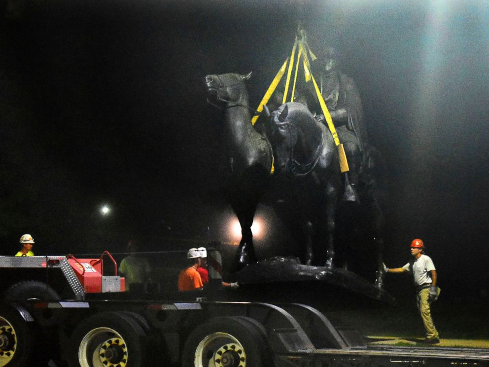 PHOTO: Workers remove the Robert E. Lee and Thomas J. Stonewall Jackson monument in Wyman Park, Aug. 16, 2017, in Baltimore.
