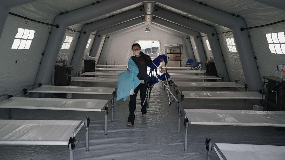 Coronavirus live update: KAMI Terbuka tenis kompleks untuk rumah sementara rumah sakit