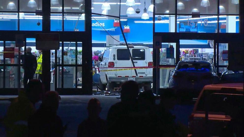 Van διακόπτεται μέσω Ρος κατάστημα και σε αγοραστές, 3 σε κρίσιμη κατάσταση