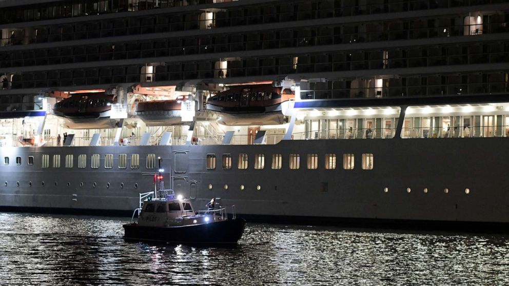 Passenger on 'Oasis of the Seas' cruise ship dies after going overboard