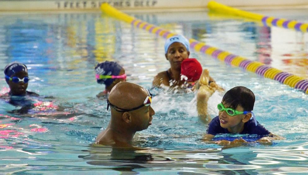Olympic swimmer Cullen Jones teaches young children how to swim at a New York Pool.