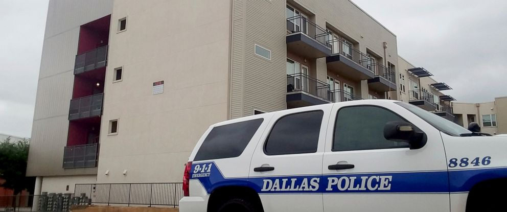 Photo A Dallas Police Vehicle Is Parked Near The South Side Flats Apartments In