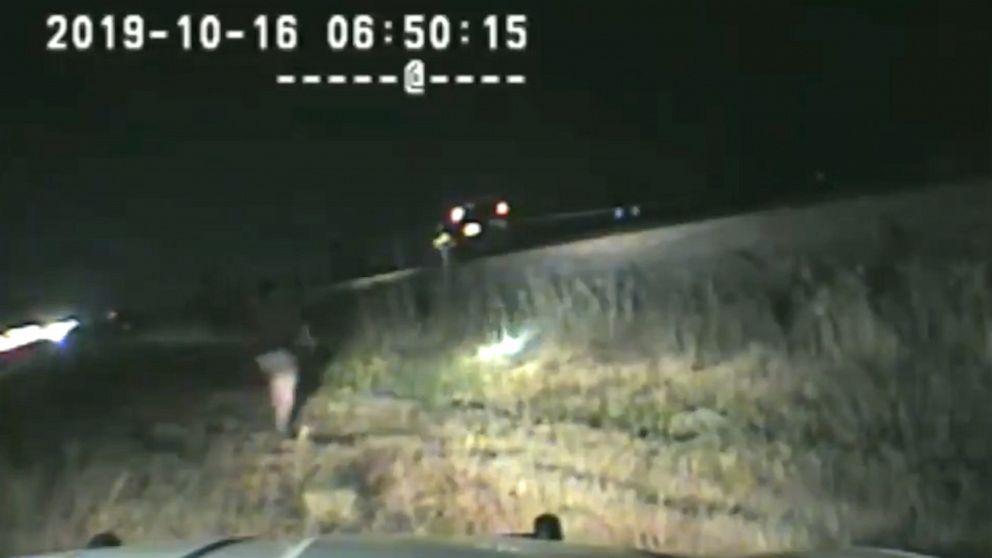 State trooper rettet Mann aus tracks, die erst wenige Sekunden vor dem Zug Kollision