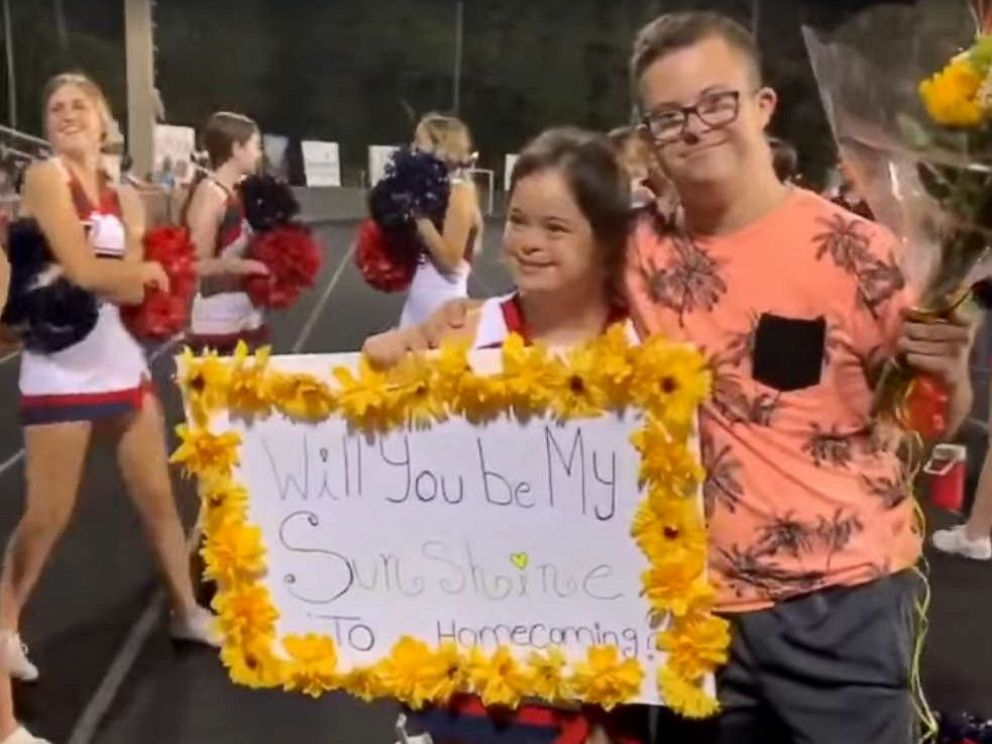 PHOTO: David Cowan asked his girlfriend, Saris Garcia, to homecoming at Floridas Seminole County High School on Thursday. She said Yes.