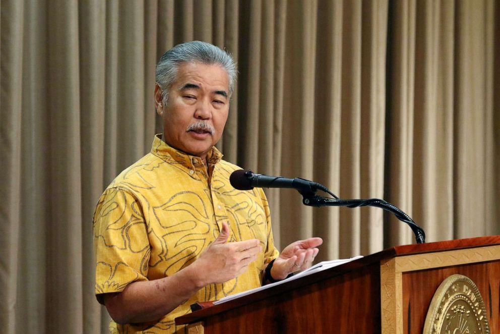 PHOTO: Le gouverneur d'Hawaii, David Ige, prend la parole lors d'une conférence de presse à Honolulu le 9 juillet 2019.
