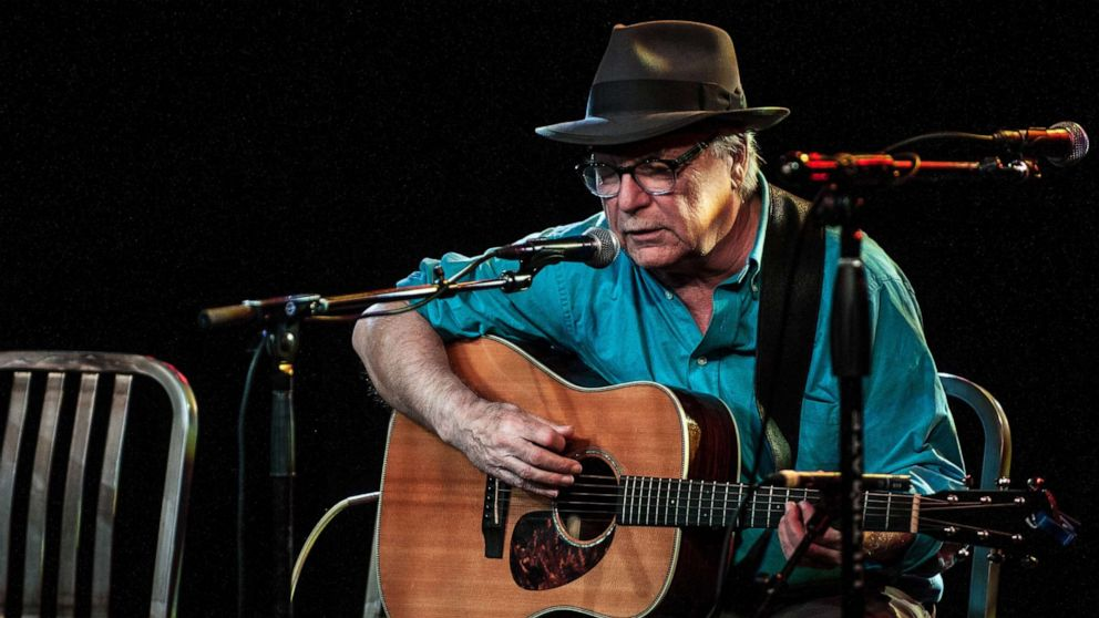 Singer-songwriter David Olney dies on stage mid-performance