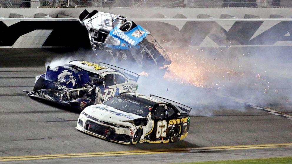 Daytona 500-Fahrer Ryan Newman in einem bedenklichen Zustand folgenden fiery crash