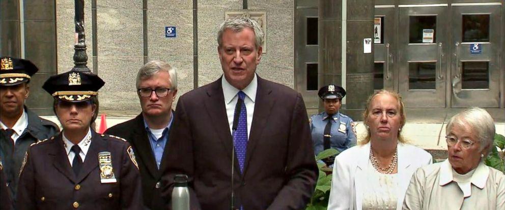 PHOTO: New York Mayor Bill de Blasio speaks outside Stuyvesant High School in lower Manhattan, two days after the Oct. 31, 2017 terror attack near the school in New York City.