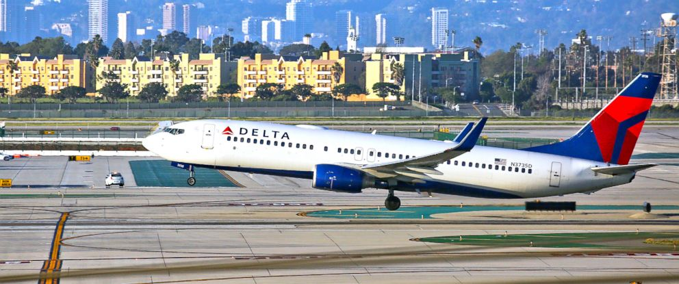 PHOTO: A Delta Airlines Boeing 737 takes off from LAX in Los Angeles, Feb. 6, 2017.
