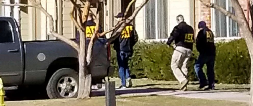 PHOTO: Authorities investigate the shooting of several sheriffs deputies in an apartment complex in Denver, Dec. 31, 2017.