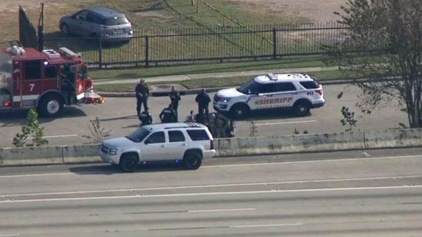 https://s.abcnews.com/images/US/deputies-1-abc-er-181211_hpMain_16x9_608.jpg